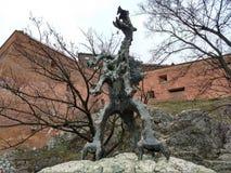 Cracovie/Pologne - 23 mars 2018 : Sculpture d'un dragon exhalant le feu toutes les 3-4 minutes photos stock