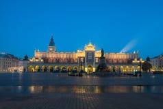 Cracow Краков, Польша - главная площадь с тканью Hall Стоковое Фото