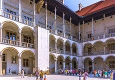 Cracow (Краков) - ambulatory Wawel Замк-arcaded стоковые фото