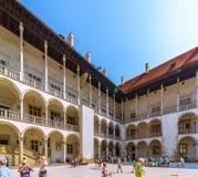 Cracow (Краков) - ambulatory Wawel Замк-arcaded стоковые изображения