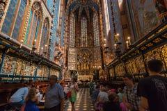 Cracow (Krakow) - Polen helgonMaryÂs inre för kyrka Royaltyfri Fotografi