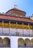 Cracow (Krakow) - Wawel Slott-försedd med arkader resande royaltyfria foton