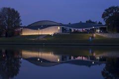 Cracow vid natt, det Manggha museet av japansk konst och teknologi Royaltyfri Fotografi