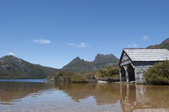 Cradle Mountain Tasmania and boat shed Royalty Free Stock Photography
