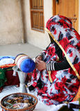 Craftswoman de Qatari fotografia de stock royalty free