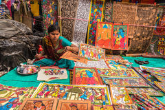Craftswoman die ambachts tot punten leiden Stock Afbeeldingen