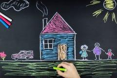 Craie de famille sur le conseil image libre de droits