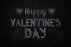 Craie tirée par la main marquant avec des lettres le jour heureux du ` s de Valentine Image stock