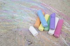 Craies colorées sur la rue Images libres de droits