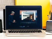 Craig Federighi o Macbook dotyka Pro barze Obraz Royalty Free