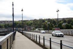 Craigavon-Brücke, Derry, Nordirland stockbilder