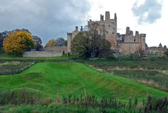 Craigmillar slott en förstörd medeltida slott som byggs i det 14th århundradet Arkivbild