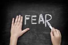 Crainte de mot d'écriture d'enfant sur le tableau noir Images libres de droits