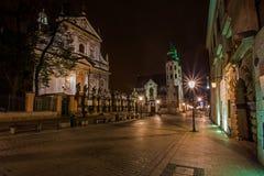 Crakowstad in nacht royalty-vrije stock afbeelding