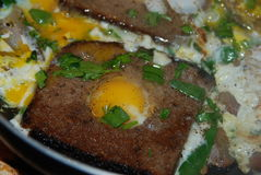 Crambled-Eier mit Brot Lizenzfreies Stockfoto