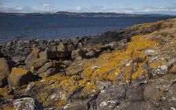 Cramond ö på en solig dag, Skottland arkivfoton