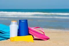 Écran de Sun sur la plage Photo stock