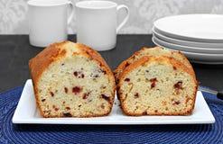 Cranberry funta tort, pokrojony na talerzu Fotografia Royalty Free