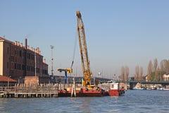 Crane Barge Venice imágenes de archivo libres de regalías