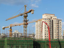 Crane And Building Concrete Structure Royalty Free Stock Images