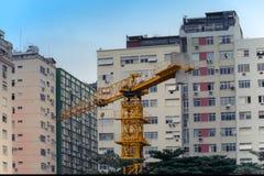 Crane Among Buildings Fotografering för Bildbyråer