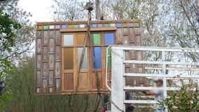 Crane el panel de madera grande de elevación de la puerta para acarrear metrajes