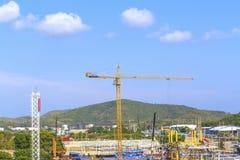 Crane en un emplazamiento de la obra. fotos de archivo libres de regalías
