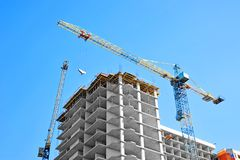 Crane and highrise construction site Royalty Free Stock Photos