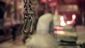 Crane Hook i industriell fabrik Växt inom arkivfilmer