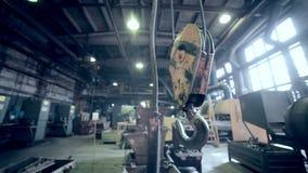 Crane Hook i industriell fabrik Växt inom lager videofilmer