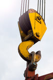 Crane Hook sur un ciel léger images stock