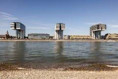 Crane Houses na água de Colônia, Alemanha Fotos de Stock Royalty Free