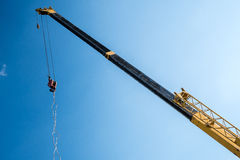 Crane lifting cement block Royalty Free Stock Photos