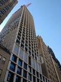Crane Lifting Construction Material, Crane Operation, Manhattan, NYC, NY, USA Lizenzfreie Stockfotos