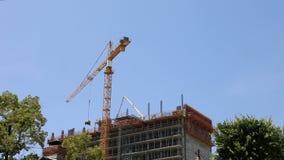Crane Moving en het Verminderen van een Generator stock video