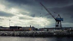 Crane Near Water In Dramatic-Industrielandschaft stock footage
