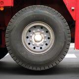 Crane Rig Wheel industriel élevé énorme Photos libres de droits
