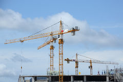 Crane. And worker at construction site Royalty Free Stock Photos