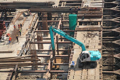 Crane and workers at construction site Royalty Free Stock Photography