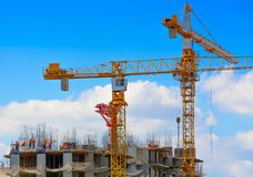 Free Cranes And Workers At Construction Of Residental Building. Stock Image - 100022601