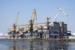 Cranes in harbor Stock Photography