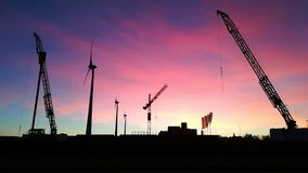 Cranes_and_windmills_at_sunset απόθεμα βίντεο