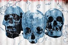 Crani blu su terra Fotografia Stock