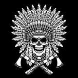 Cranio americano del capo indiano con i tomahawk attraversati su fondo nero illustrazione di stock