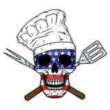 Cranio in cappello del cuoco unico, strumenti attraversati del barbecue e bandiera americana Cranio del cuoco unico illustrazione di stock