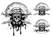 Cranio in casco e spada attraversata Immagini Stock