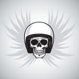 Cranio d'annata del motociclista con il casco e le ali illustrazione di stock