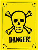 Cranio e segno del pericolo di crossbones Immagini Stock Libere da Diritti