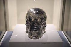 Cranio a grandezza naturale dell'a cristallo di quarzo Immagini Stock