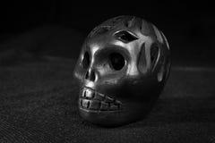 Cranio nero dell'argilla fotografie stock libere da diritti